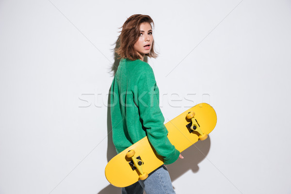 Bella skater signora skateboard foto verde Foto d'archivio © deandrobot
