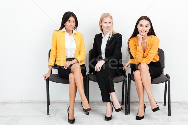 Feliz colegas mujeres sesión oficina imagen Foto stock © deandrobot