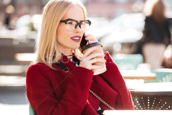 Incroyable jeunes femme parler téléphone Photo stock © deandrobot