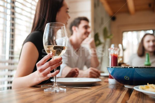 Grupo jóvenes feliz amigos almuerzo potable Foto stock © deandrobot