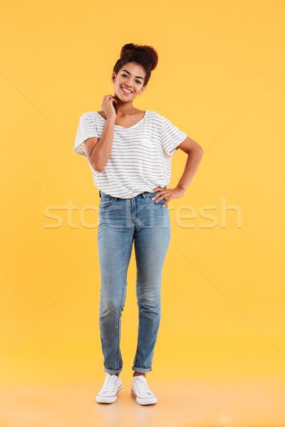 Lövés csinos afrikai hölgy mosolyog kamerába Stock fotó © deandrobot