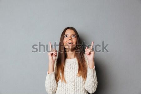 Retrato feliz joven suéter senalando dedo Foto stock © deandrobot