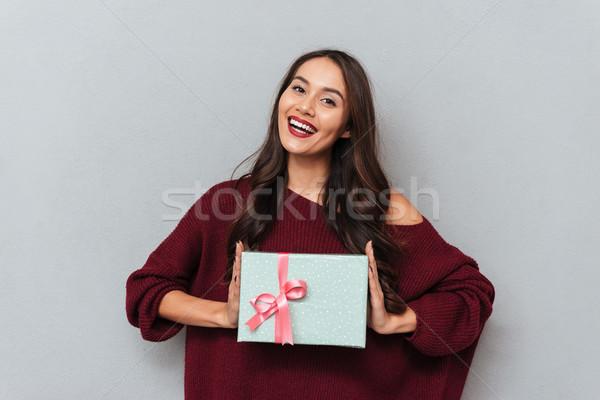 Bruna ragazza maglia maglione Foto d'archivio © deandrobot