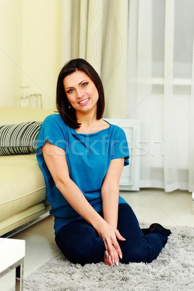 Alegre mulher sessão piso casa Foto stock © deandrobot