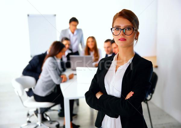 Portré üzletasszony áll üzleti megbeszélés üzlet iroda Stock fotó © deandrobot