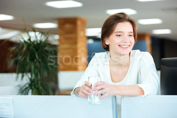 Alegre mujer hermosa vidrio agua oficina hermosa Foto stock © deandrobot