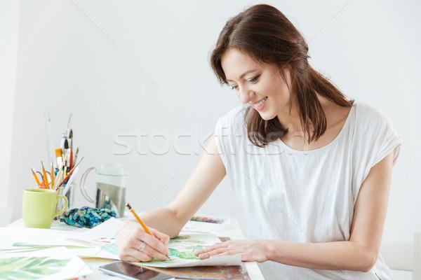 Nő festő rajz asztal mosolyog csinos nő Stock fotó © deandrobot