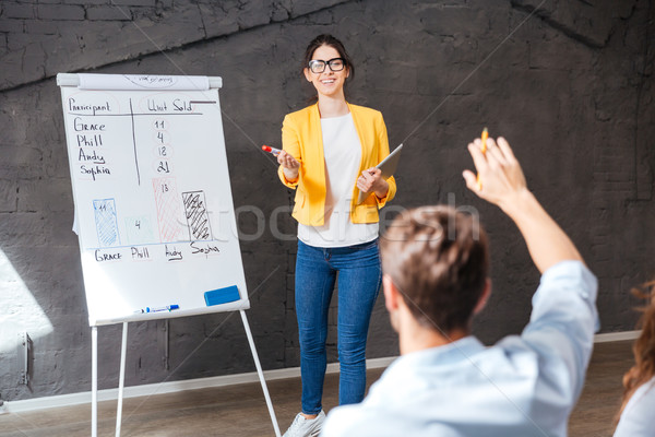 Alegre mulher de negócios apresentação perguntas público Foto stock © deandrobot