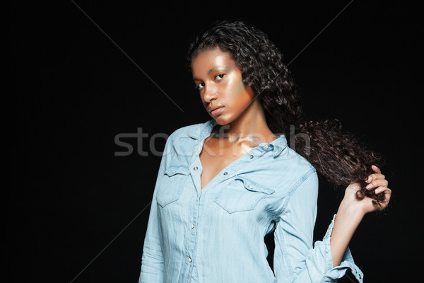 Atraente africano mulher longo cabelos cacheados moda Foto stock © deandrobot