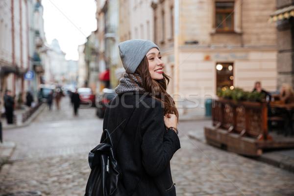 モデル コート 通り 背面図 帽子 ストックフォト © deandrobot
