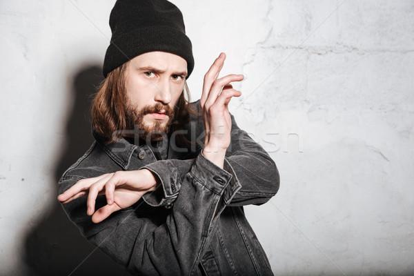 Mann hat gestikulieren Hände schauen Kamera Stock foto © deandrobot