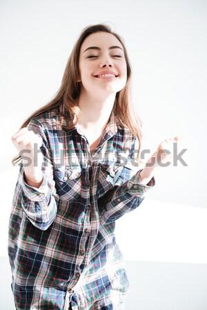Mulher atraente camisas silêncio assinar Foto stock © deandrobot
