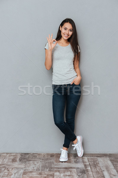 Foto stock: Vertical · imagen · mujer · sonriente · signo