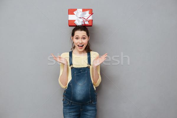 Stock fotó: Terhes · boldog · hölgy · tart · ajándék · fej