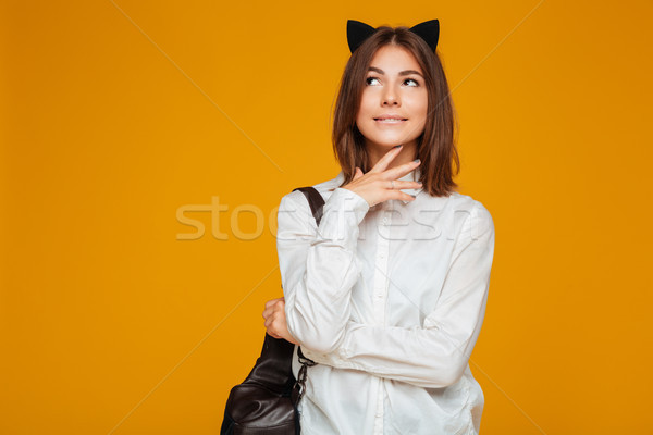 Jonge schoolmeisje uniform rugzak permanente Stockfoto © deandrobot