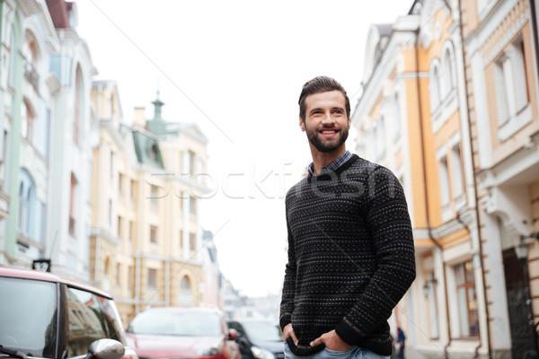 Portret gelukkig bebaarde man trui permanente Stockfoto © deandrobot