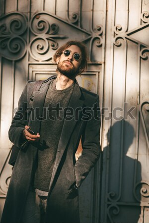 Portrait rire barbu homme manteau séance Photo stock © deandrobot