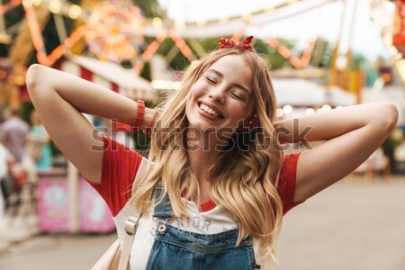 Gelukkig jonge vrouw zwempak zonnebril goede Stockfoto © deandrobot