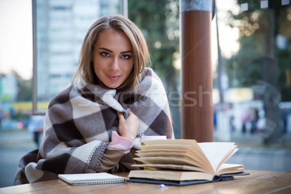 Сток-фото: девушки · сидят · таблице · книга · кофе · портрет