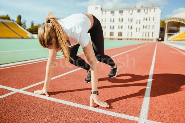 Femme attente commencer signal courir portrait Photo stock © deandrobot