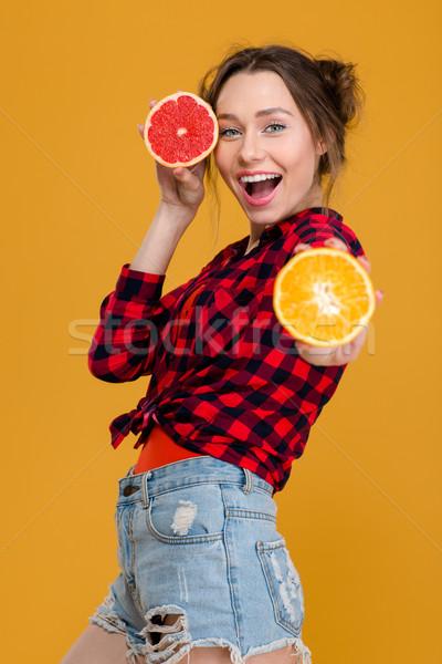 Derűs vonzó nő pózol narancs grapefruit vonzó Stock fotó © deandrobot