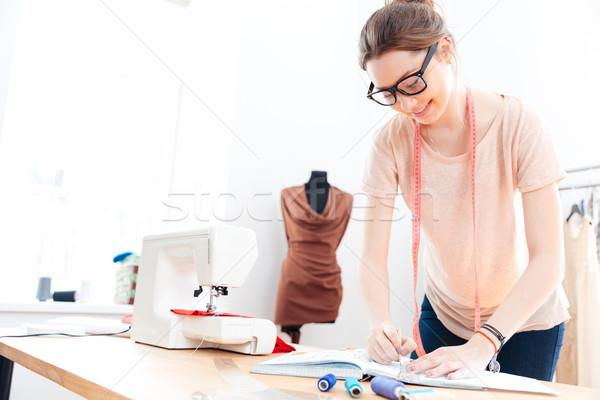 счастливым женщину очки Постоянный рисунок Сток-фото © deandrobot