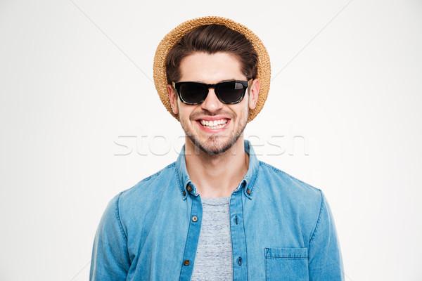 Сток-фото: молодым · человеком · Hat · Солнцезащитные · очки · Постоянный