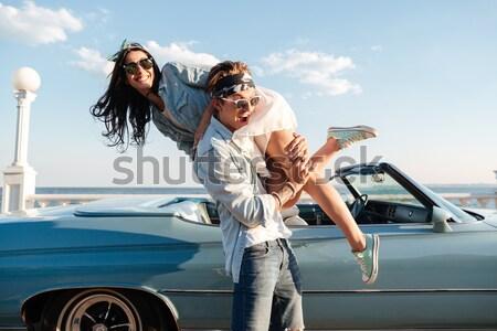 Boldog fiatalember hordoz nő régi autó nevet Stock fotó © deandrobot