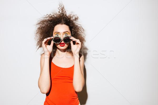 удивленный необычный модель из Солнцезащитные очки глядя Сток-фото © deandrobot