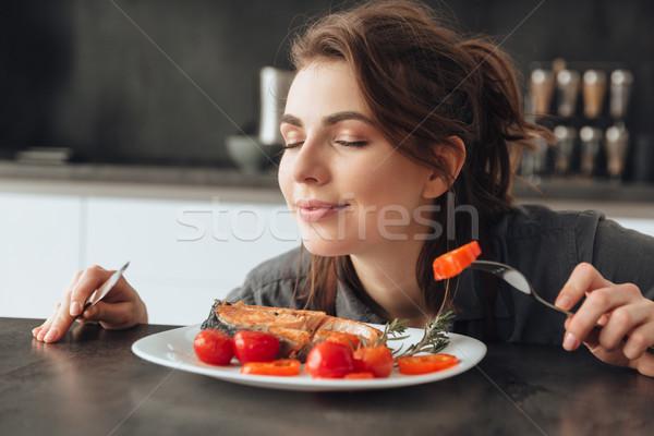 Foto stock: Comer · peces · tomates · imagen · bastante