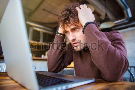 Vervelen bebaarde jonge man bril Stockfoto © deandrobot