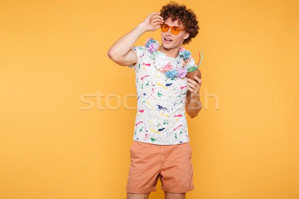 魅力的な 若い男 サングラス ココナッツ カクテル ストックフォト © deandrobot