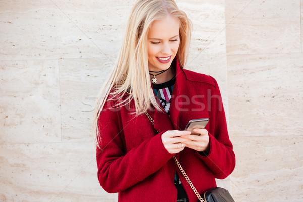 Sonriendo jóvenes caucásico mujer caminando aire libre Foto stock © deandrobot