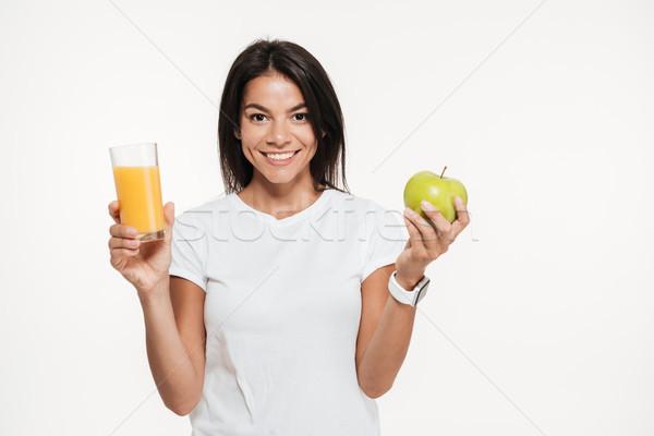 Glimlachend brunette vrouw glas sinaasappelsap Stockfoto © deandrobot