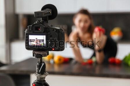 Heureux saine jeune fille vidéo blog aliments sains Photo stock © deandrobot