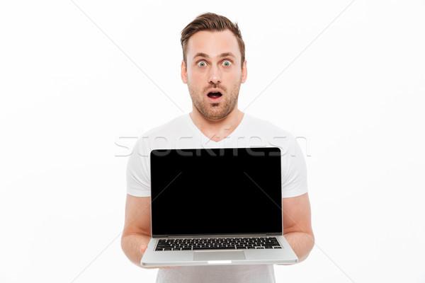Scioccato giovane display laptop immagine Foto d'archivio © deandrobot