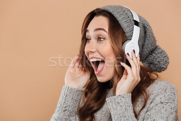 Közelkép portré bájos boldog nő szürke Stock fotó © deandrobot