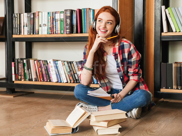 Rüya gibi genç kız ödev oturma kütüphane Stok fotoğraf © deandrobot
