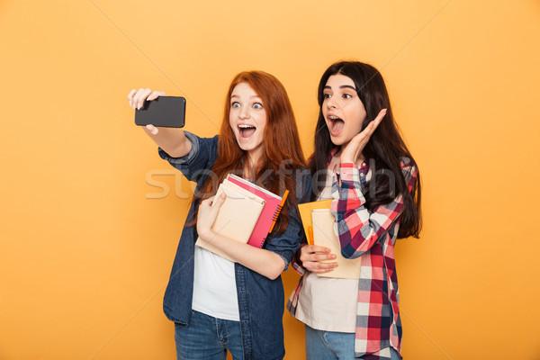 Portret dwa podniecony młodych szkoły nastolatki Zdjęcia stock © deandrobot