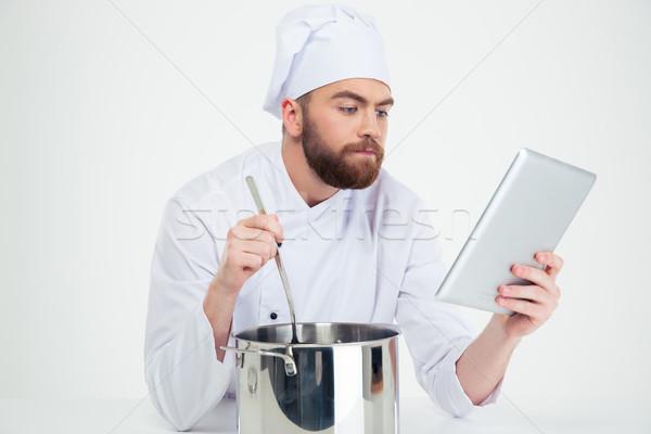 Mannelijke chef naar digitale tablet Stockfoto © deandrobot