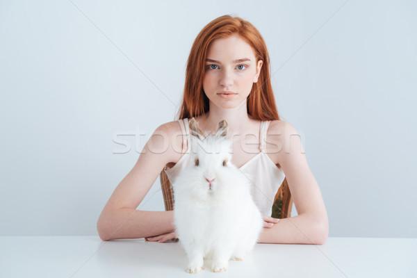 Kobieta posiedzenia tabeli królik piękna Zdjęcia stock © deandrobot