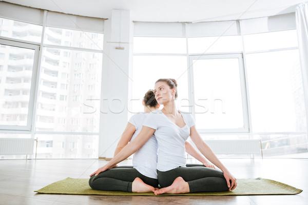 Két nő ül gyakorol jóga stúdió együtt Stock fotó © deandrobot