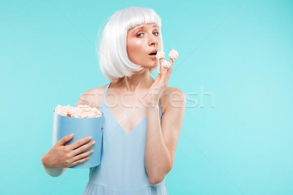 Blond jonge vrouw eten vak vrouw voedsel Stockfoto © deandrobot