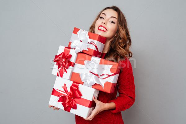 女子 紅色 毛線衣 許多 箱 商業照片 © deandrobot