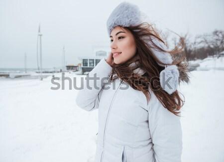 信じられない 若い女性 着用 帽子 冷たい 冬 ストックフォト © deandrobot