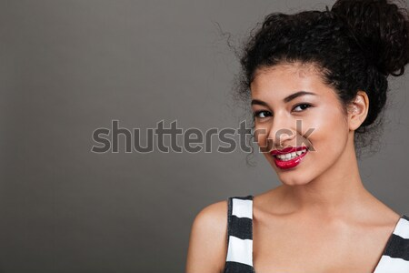Souriant africaine fille regarder caméra Photo stock © deandrobot