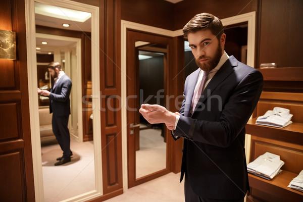 Portré szakállas férfi ruhásszekrény komoly szakáll Stock fotó © deandrobot