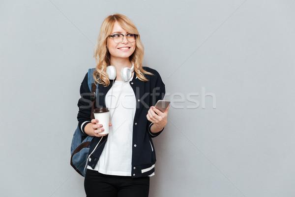 Gelukkig vrouwelijke student beker koffie Stockfoto © deandrobot