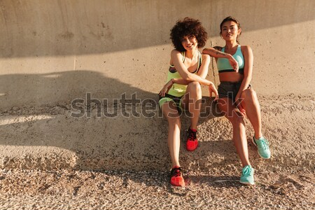 Hátulnézet kép két nő fut kettő fitnessz Stock fotó © deandrobot