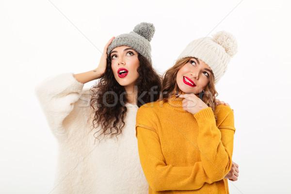 Due pensieroso ragazze posa insieme Foto d'archivio © deandrobot